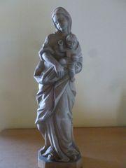 Madonnenfigur mit Kind aus Holz