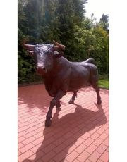 Stierfigur Bronze lebensgroß - Stier aus