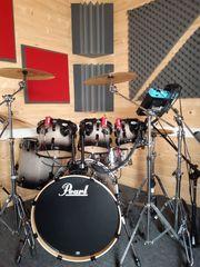 Schlagzeug und Gitarrist suchen