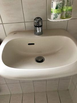 Bad, Einrichtung und Geräte - Waschtisch mit Armatur