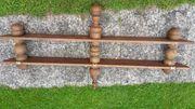 Holzregal mit gedrechselten Stützen