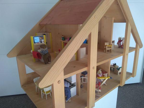 Puppenhaus 2-stöckig mit 8 Zimmern