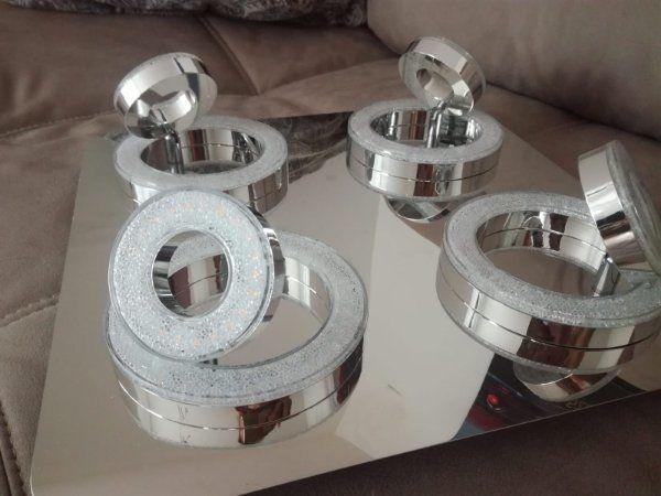 Deckenleuchte LED zweisitzer Wohnzimmer voll