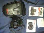 Analoge Spiegelreflex-Kamera Pentax SFXn mit Objektiv