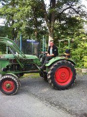 Oldtimer-Traktor mit Frontlader