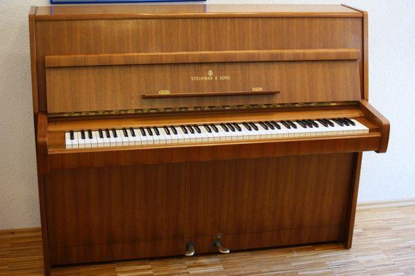 Klavier Steinway Sons Z 115