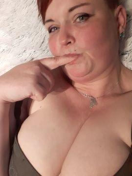 Telefonsex, Chat & Webcam - Einsame Hausfrau mit dicken Titten
