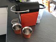 Nespressomaschine Pixie mit Zubehör