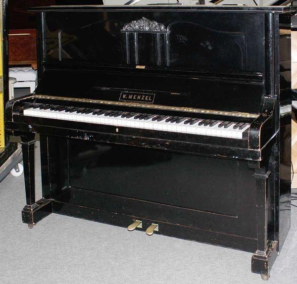 Klavier Wilhelm Menzel 130 schwarz