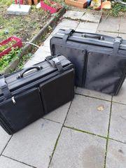 Zwei Koffer auf Rollen zvk