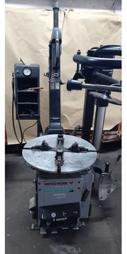 Reifenmontiermaschine Pneumatisch - Elektrisch
