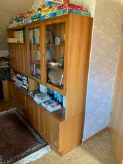 Wohnzimmer-Schrankwand in Nussbaum Furnier