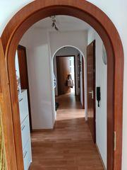 Biete kleine 4 Zimmerwohnung im