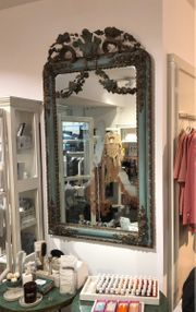 Wunderschöner Jugendstil-Spiegel mit hübschen Ornamaneten