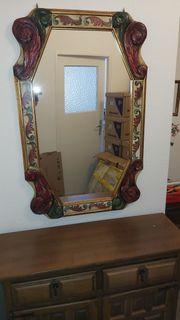 Spanischer Spiegel mit geschnitztem und