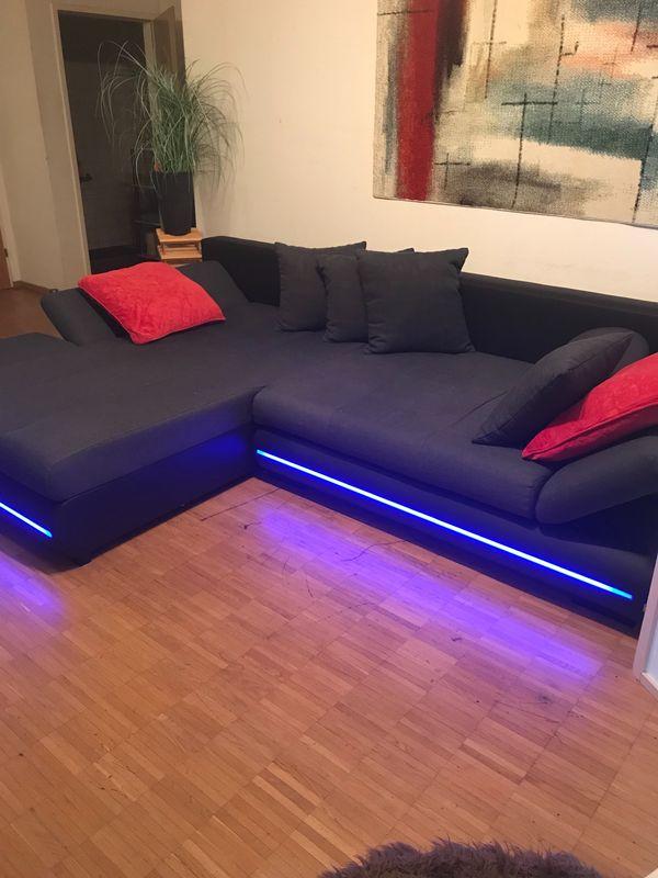 Design Couch mit farbigen LED