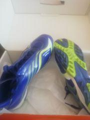 ich bieter Sportshuhe und Schienbeinschoner