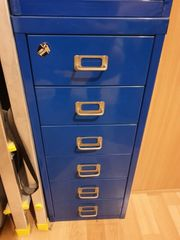 Container blau aus Metall 6