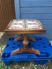 Kleiner Fliesentisch