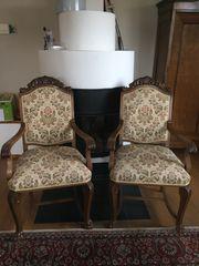 Antike Stühle mit Armlehnen