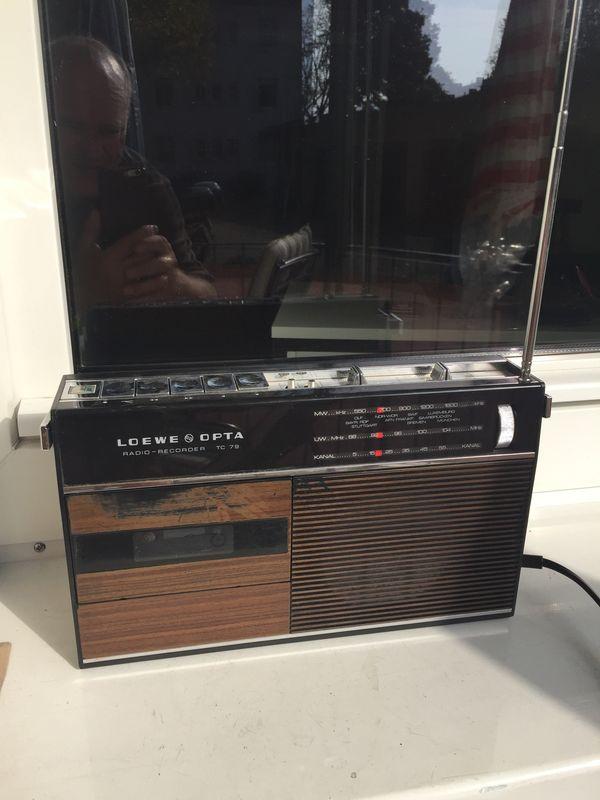 Loewe Opta TC 79 Radio Recorder - Starnberg - Loewe Opta TC 79 Radio Recorder antikes Radio spielt einwandfrei , Kurzvideo kann geschickt werden Kassettenrekorder nicht geprüft , Sammlerstück aus 1972-1975, Porto 8 Euro - Starnberg