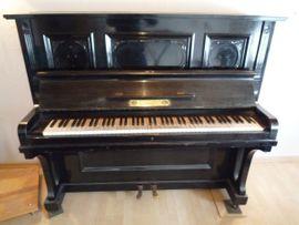 Antikes Klavier - Zimmermann - Leipziger Pianofortefabrik - schwarzes Piano - Holzapplikationen