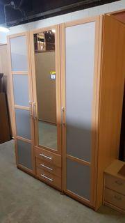 Kleiderschrank 3 türig 150 x