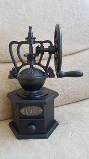 Antike Kaffeemühle abzugeben