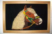 Stickbild Pferdekopf auf Samtstoff im