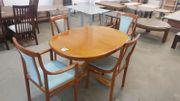 Esstisch mit 4 Stühlen in