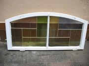 halbrundes Fenster mit Bleiverglasung