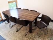 Konferenztisch ohne Stühle