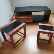 TV -Sideboard und zwei Tische