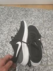 Fast neue Nike Schuhe Gr
