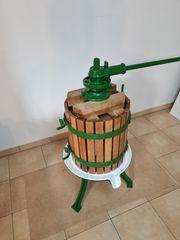 Orginal antike restaurierte Weinkelter Obstpresse