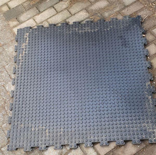 NEU Gummimatte-Boxenmatte-Stallmatte-Puzzlematte-Pferdematten 2 Stück