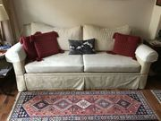 Cremefarbenes Sofa in sehr gutem