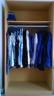 Offener Kleiderschrank in sehr gutem