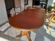 Massiver Tisch mit Stühle