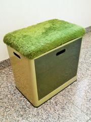 Aufbewahrungsbehälter mit Sitzgelegenheit aus den