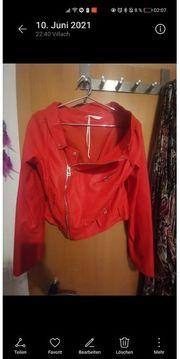 Schöne rote Lederjacke