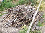Trockenes Brennholz zu verschenken