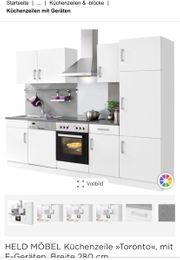 Küchenzeile mit E-Geräte