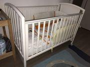 Kinderbett und passende Möbel