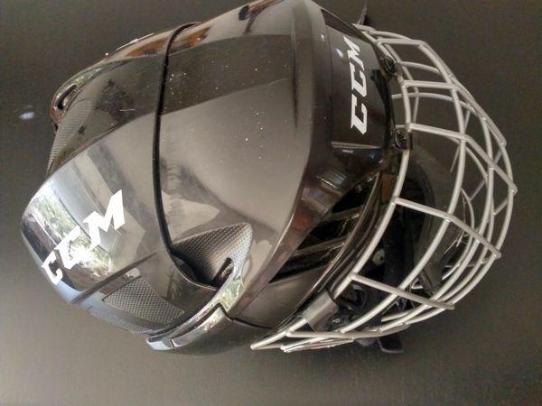 Eishockey U9 U11 Spieler Helm