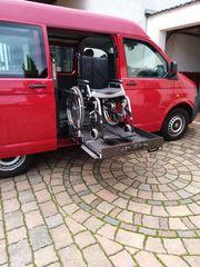 Behindertengerechter VW-Bus mit Hebelift und