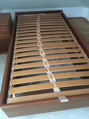 Bettrahmen aus Holz