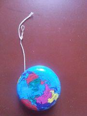 Jojo mit Weltkarten-Motiv