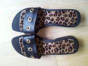 Hübsche Sandalen Gr 38 schwarz