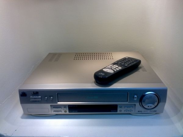 S-VHS Recorder JVC HR S6600